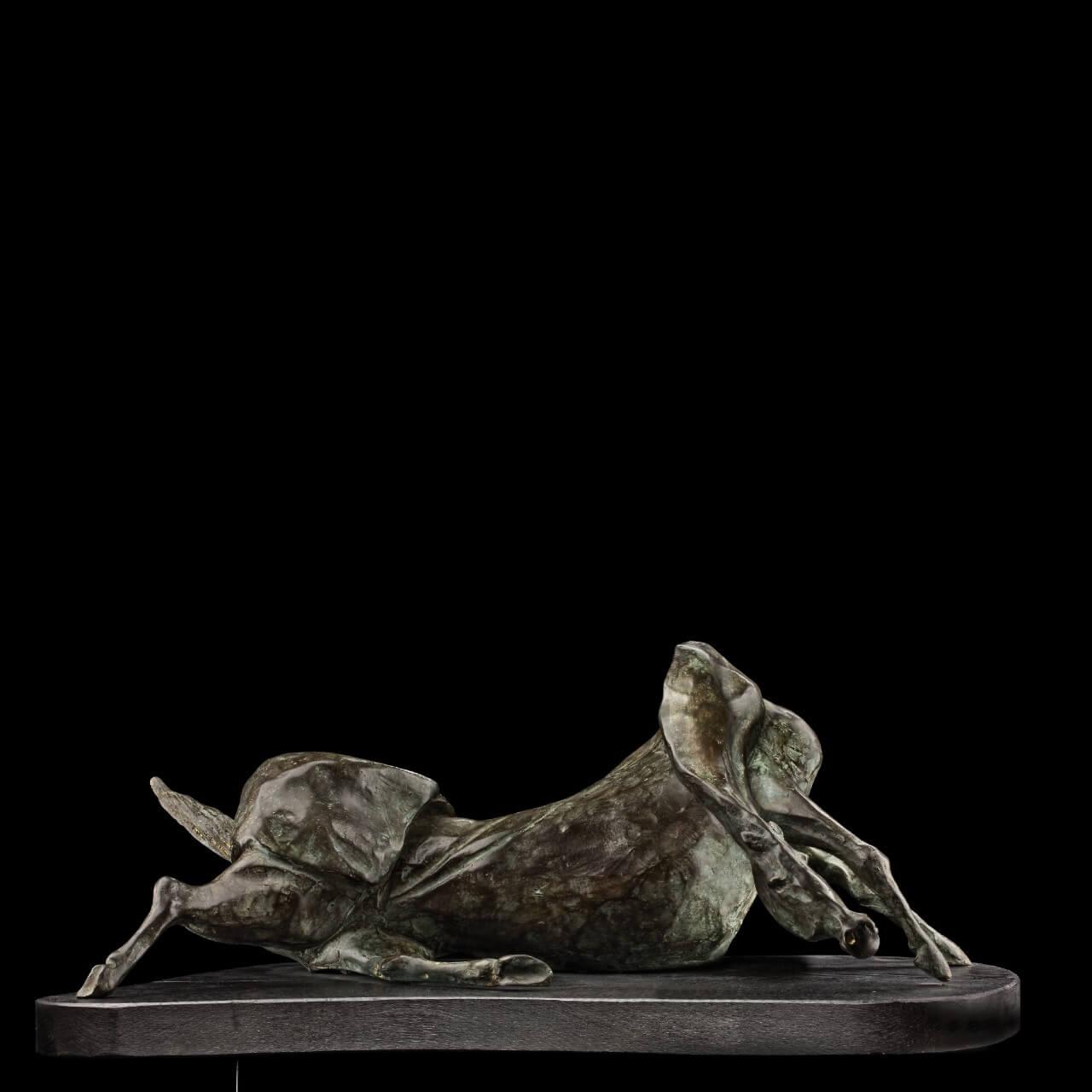 scultura bronzo Mario Pavesi artista reggiano arte animali cavallo sdraiato