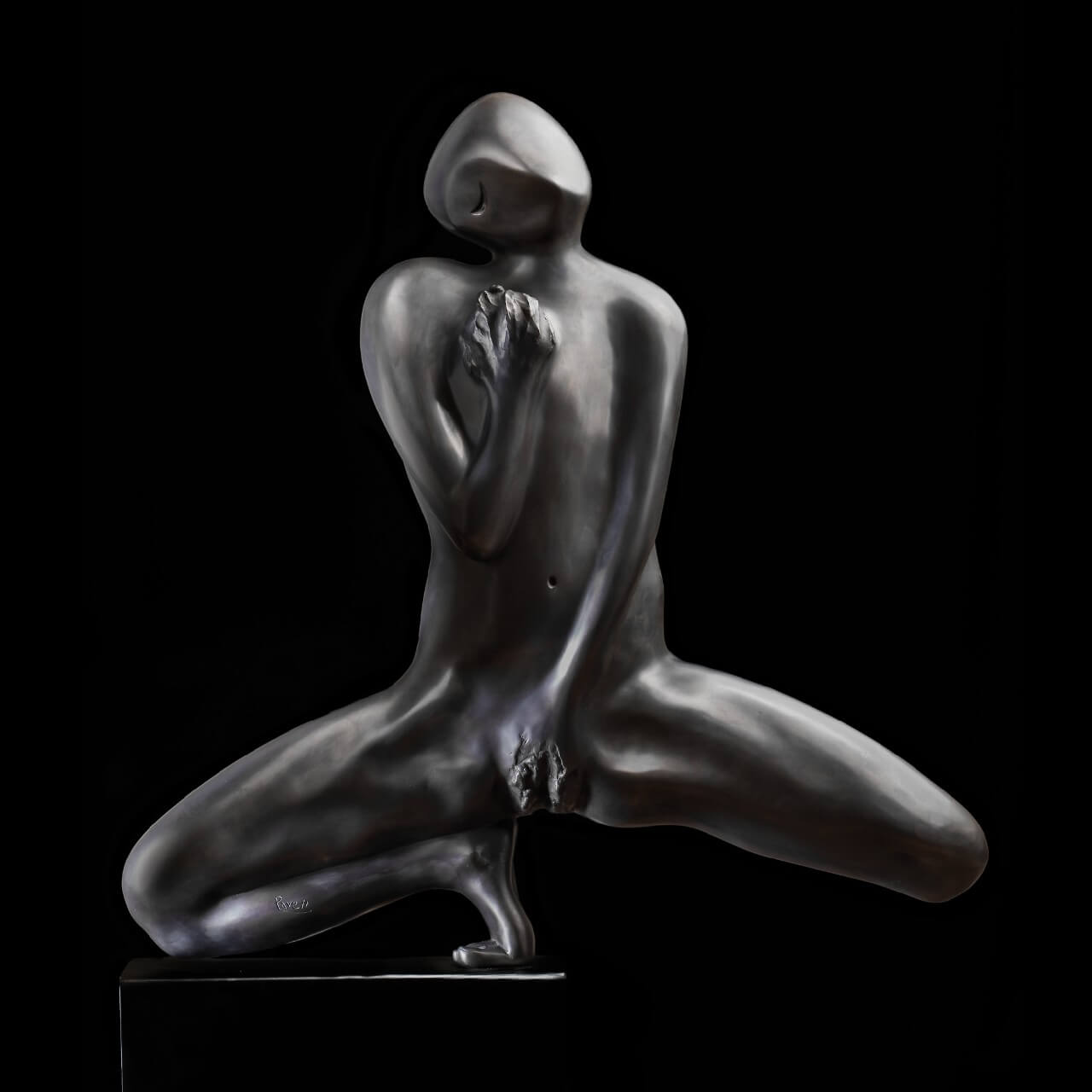 mario pavesi italian sculptur painter bronze naked woman with hand