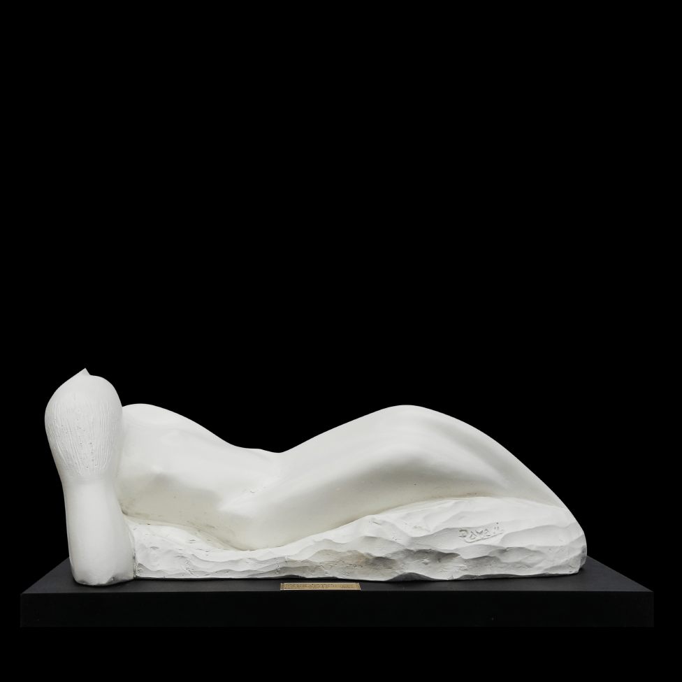 mario pavesi sculptur painter female white